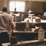 La table inox, un excellent choix pour votre cuisine ?